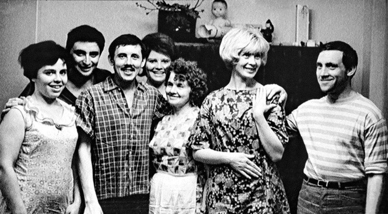 Вениамин Смехов, Валерий Золотухин, Нина Шацкая и Владимир Высоцкий. Фото Анатолия Гаранина. 1965 год.jpg