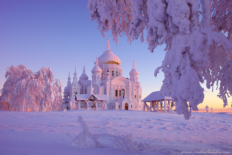 Зимняя сказка Белогорского монастыря. Январь 2014.jpg