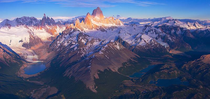 Панорама Фитц Роя и Серро Торре, Национальный парк Лос Гласиарес, Патагония, Аргентина. Аэросъемка. Ноябрь 2013.jpg