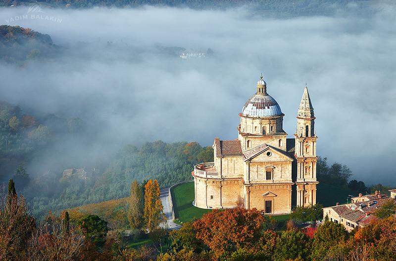 Церковь Сан Бьяджо (Монтепульчано) на рассвете.jpg