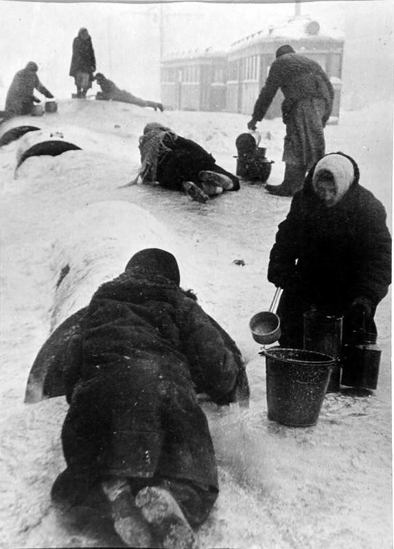Всеволод Тарасевич Блокадный Ленинград, 1942.jpg