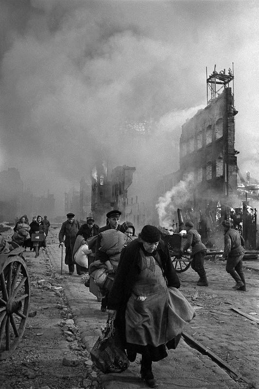Аркадий Шайхет. Беженцы. Данциг, 1945.jpg
