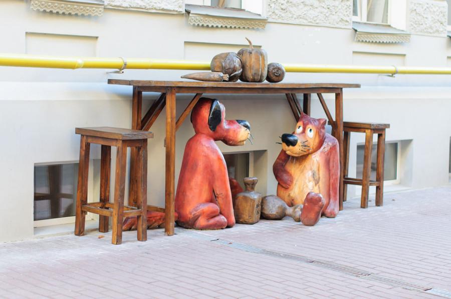 206 памятник волку и псу из мультфильма Жил-был пёс в Киеве