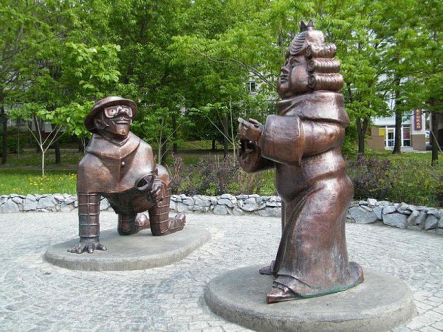 209 Памятник королю и сыщику из  «Бременских музыкантов» (Хабаровск, Россия)
