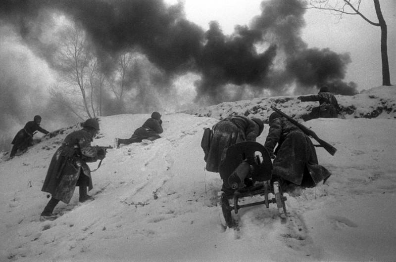 18 Бои за Москву. Атака пехоты. 6 декабря 1941 г.jpg