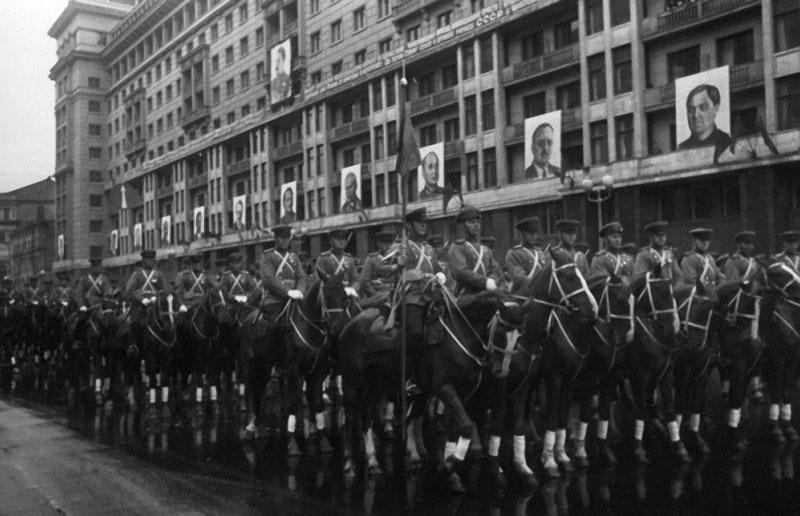 30 Парад Победы.  1945.jpg