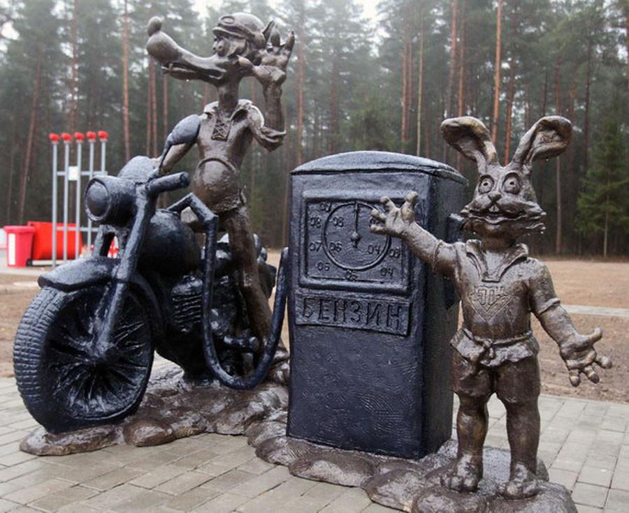 213 памятник ну погоди на заправке под Волковыском
