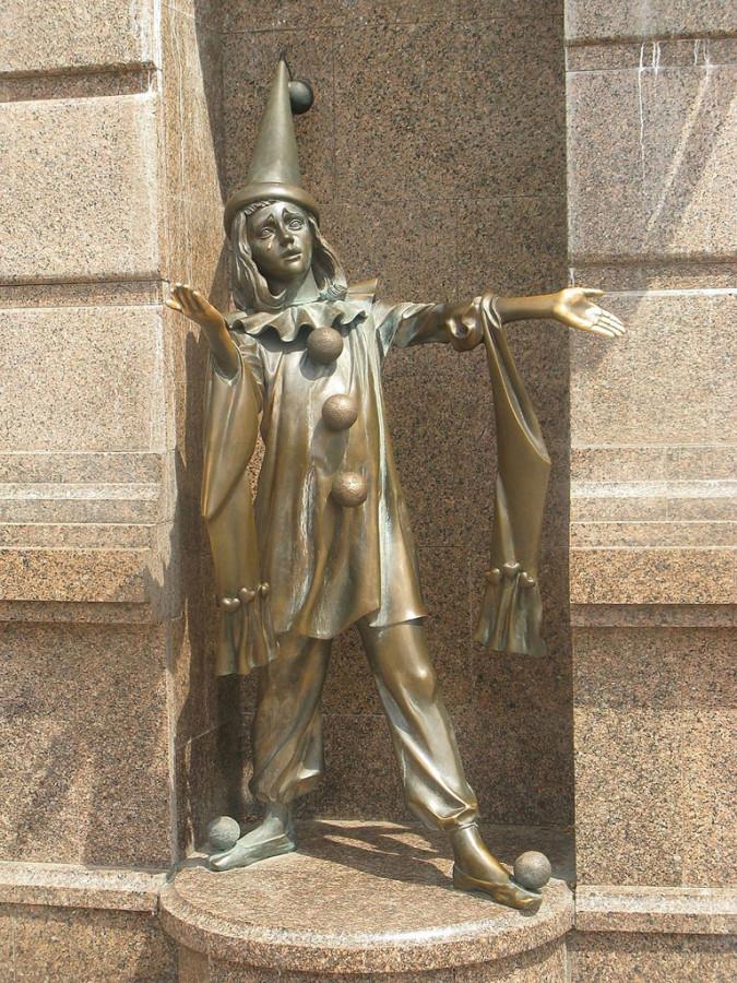 228 памятник Пьеро Киев