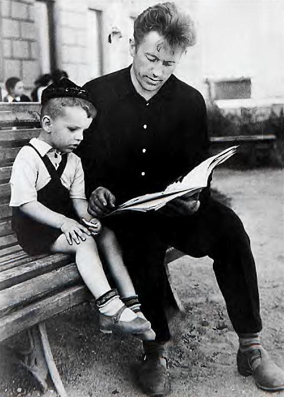 1216 Леонид Парфенов с отцом 1964.jpg