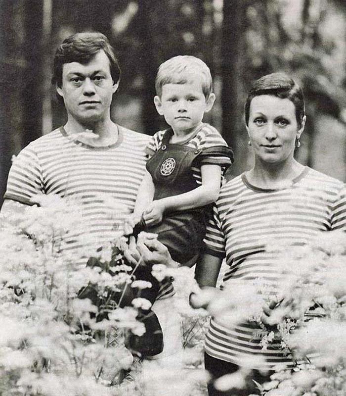 1220 Николай Караченцов и Людмила Поргина с сыном Андреем.jpg