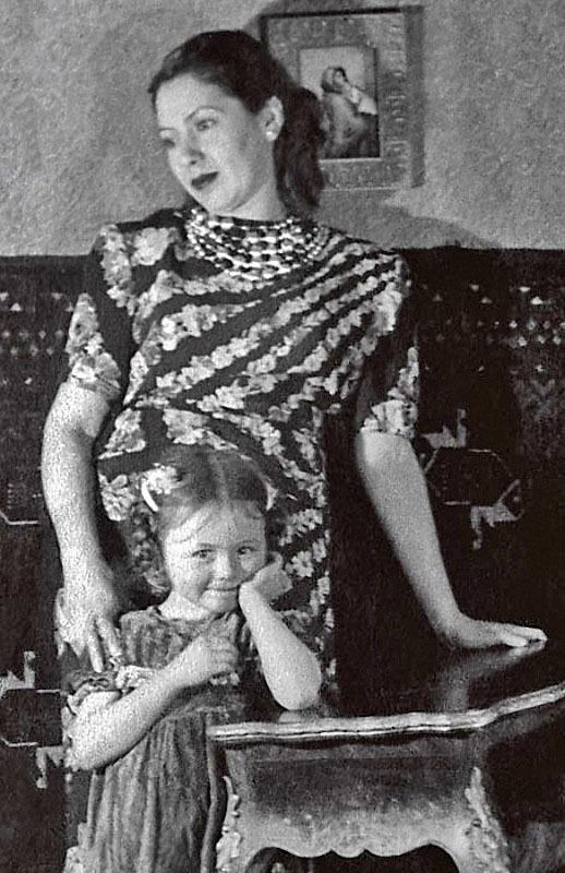 1222 Наташа Селезнева с мамой Еленой Семеновной, 1950-е.jpg