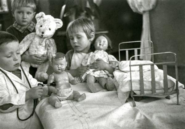 Детское лечение. Автор Рюмкин Яков, 1960-e.jpg