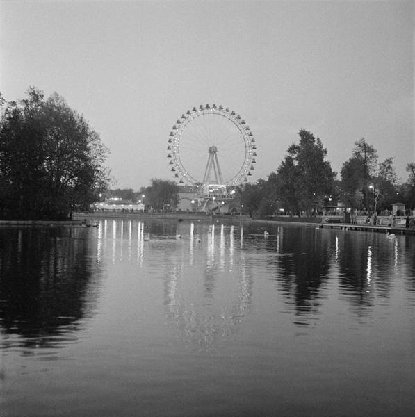 Москва. Парк Горького. Автор Волков Эрвин, 1961.jpg