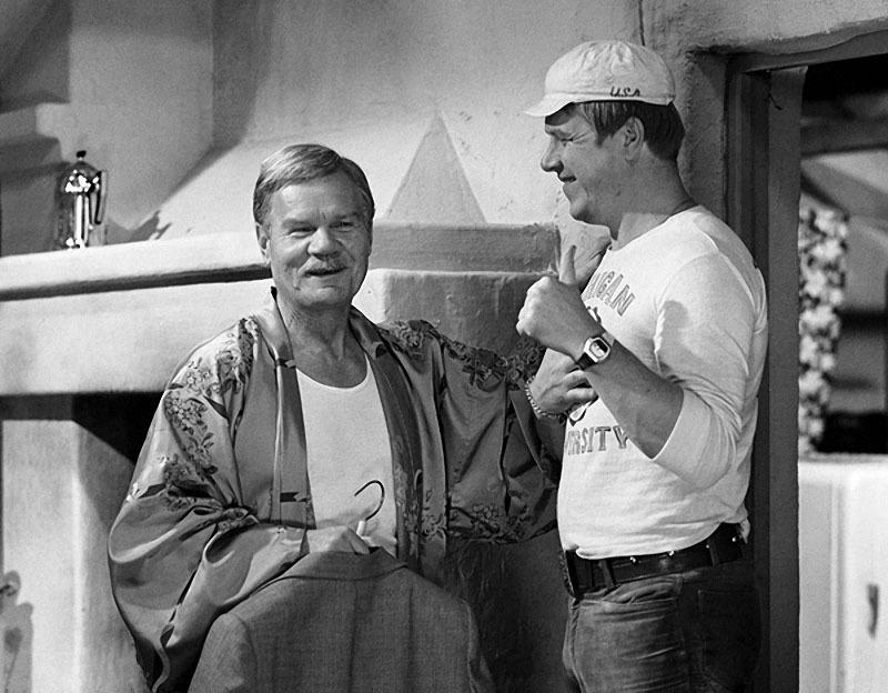 Актеры Михаил Пуговкин и Михаил Кокшенов на съемках фильма «Спортлото-82», 1981 год.jpg