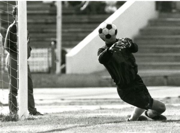 Мяч на голове (1). Радости и тревоги трибун, 1970-е.jpg