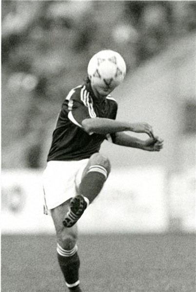 Мяч на голове, 1991.jpg