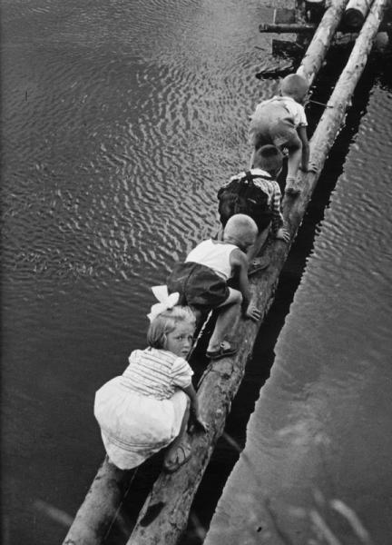 Опасная переправа. Автор Бородулин Лев, 1956.jpg