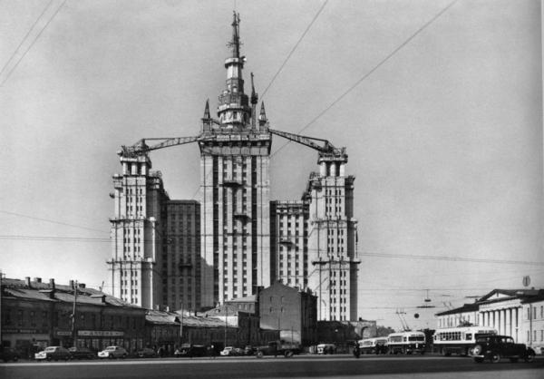 Строительство высотки на Площади Восстания. Автор Грановский Наум, 1950-e.jpg