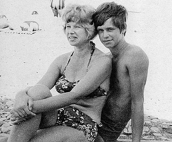Людмила Гребенщикова с сыном Борисом.jpg