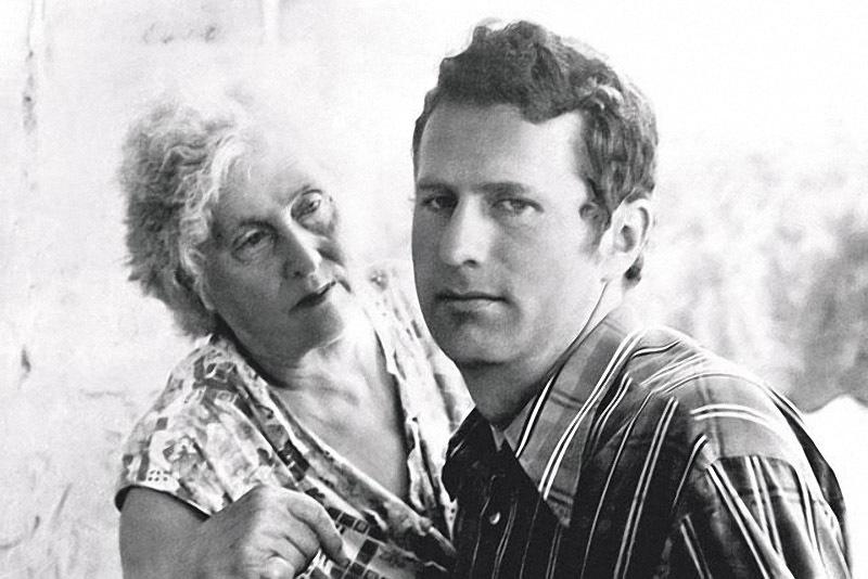 1201 Владимир Жириновский с матерью Александрой Павловной.jpg