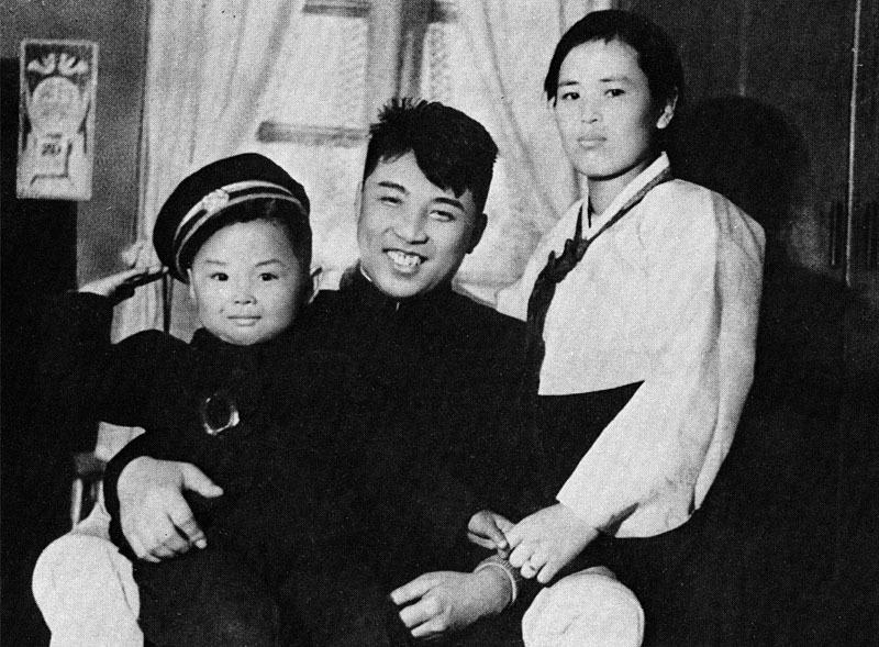 1210 Ким Чен Ир, Ким Ир Сен  и Ким Чен Сук.jpg