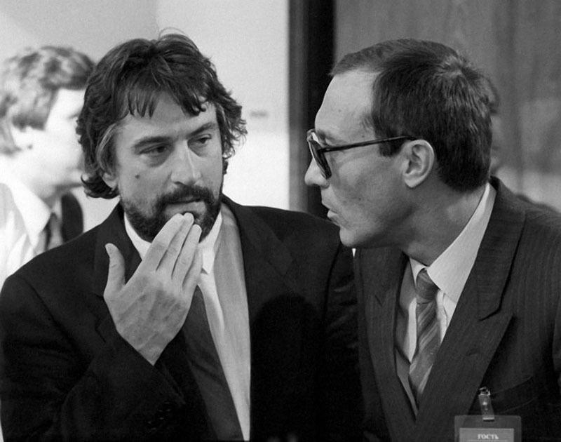 Роберт Де Ниро и Олег Янковский, ММКФ, Москва, июль 1987 года.jpg