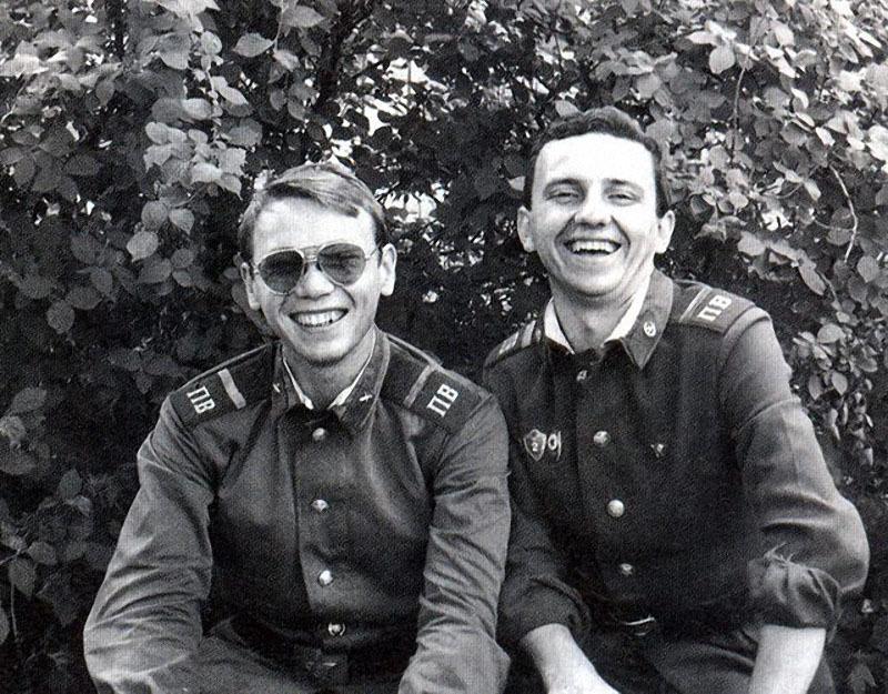 Чайф. Владимир Бегунов и Владимир Шахрин в армии.jpg