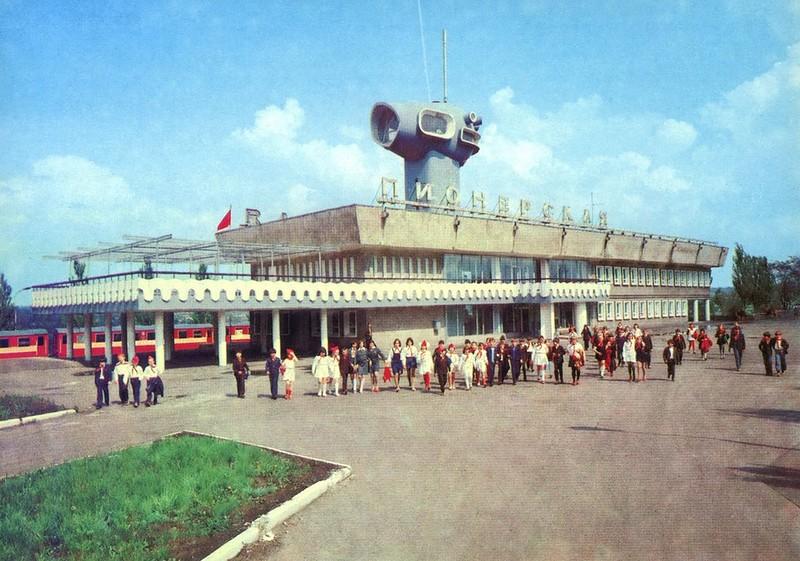 Вокзал детской железной дороги. Станция Пионерская.jpg