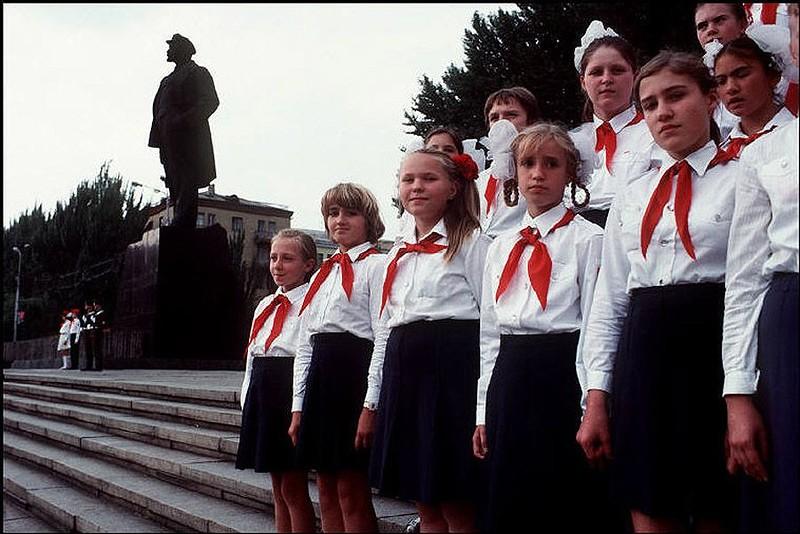 Донецк, церемония в честь окончания Второй мировой войны. 1988 год.jpg