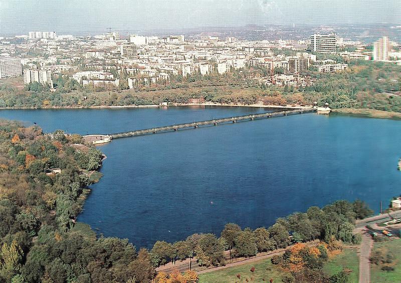 Озеро в парке имени А. С. Щербакова.jpg