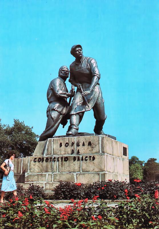 Памятник борцам за советскую власть.jpg