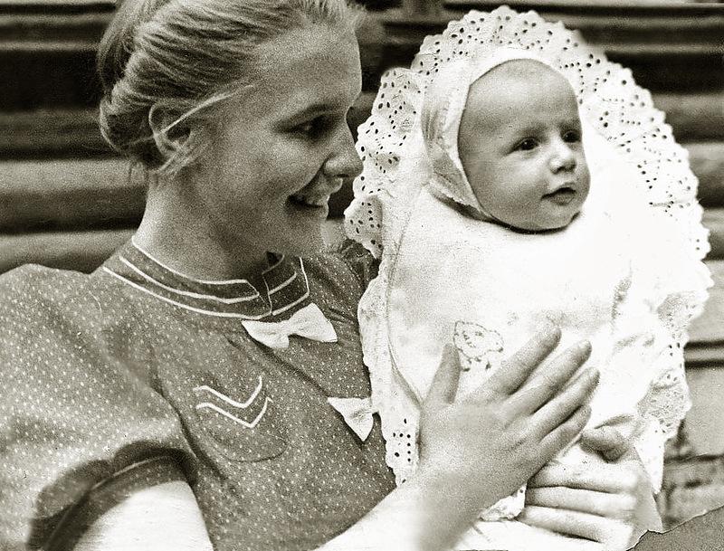 1185 Саша Пороховщиков с мамой Галиной Александровной, 1939 год.jpg
