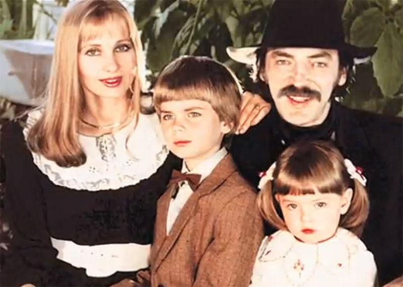 1187 Михаил Боярский  с  семьёй.jpg
