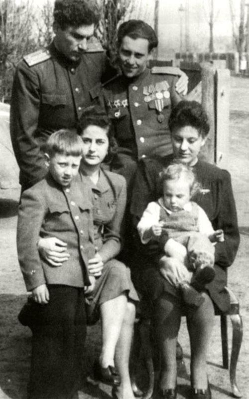 1194 Высоцкие в г. Ратенов,  Германия. 1947 год.jpg
