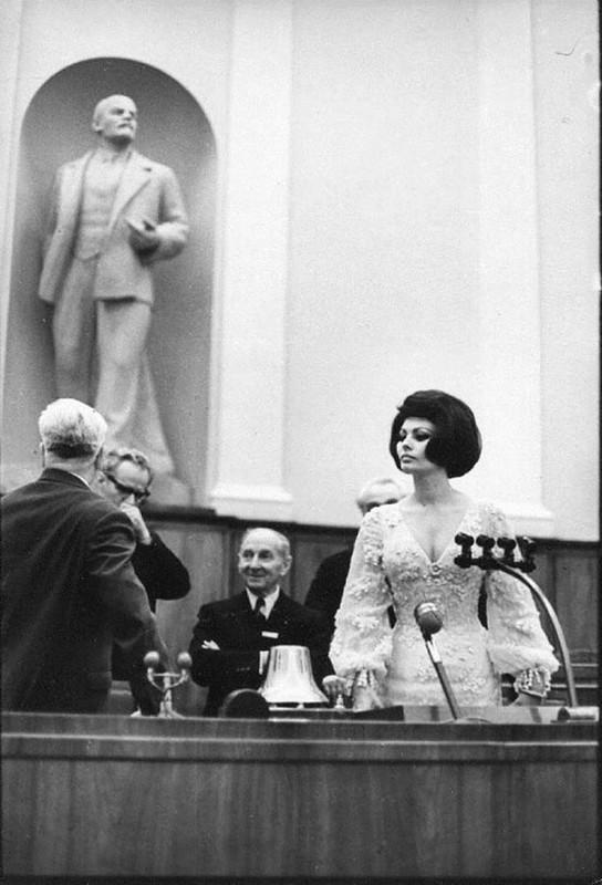 579 Софи Лорен в Кремлёвском дворце, 1965.jpg