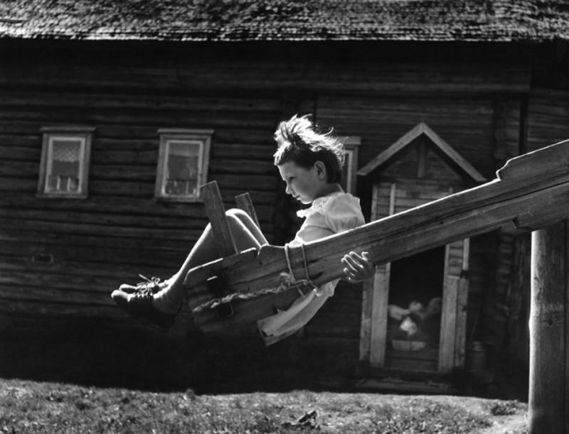 Михаил Голосовский «Качели», 1977 год.jpg