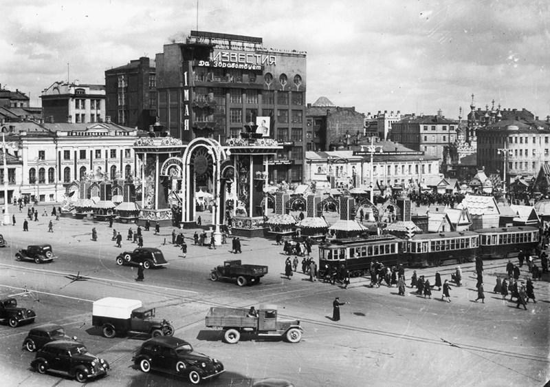 Наум Грановский «Пушкинская площадь, Москва», 1940 год.jpg