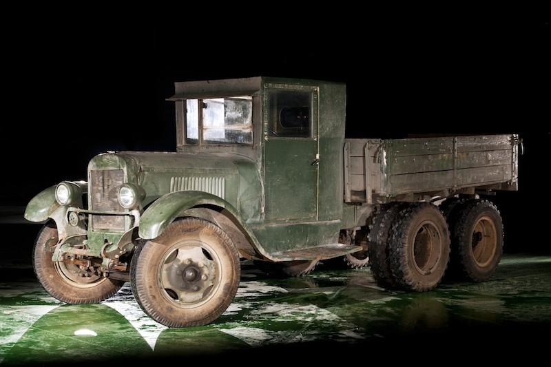 Грузовой автомобиль ЗИС-6 (1933-1941).jpg