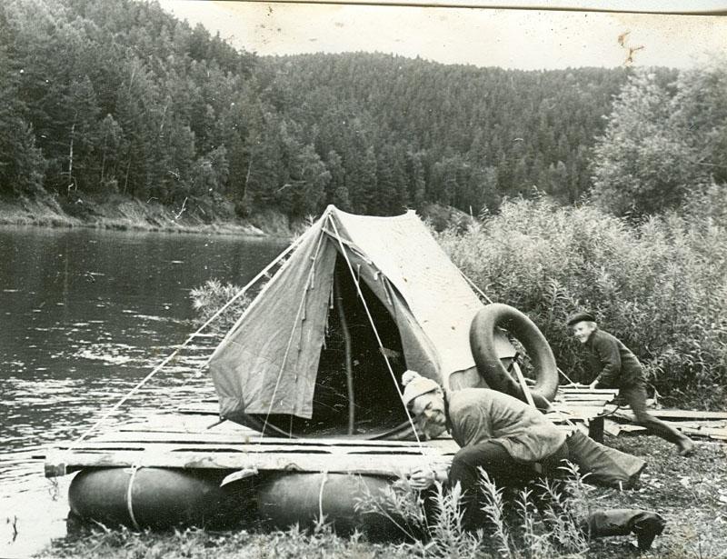 Спуск плота на воду, 1971.jpg