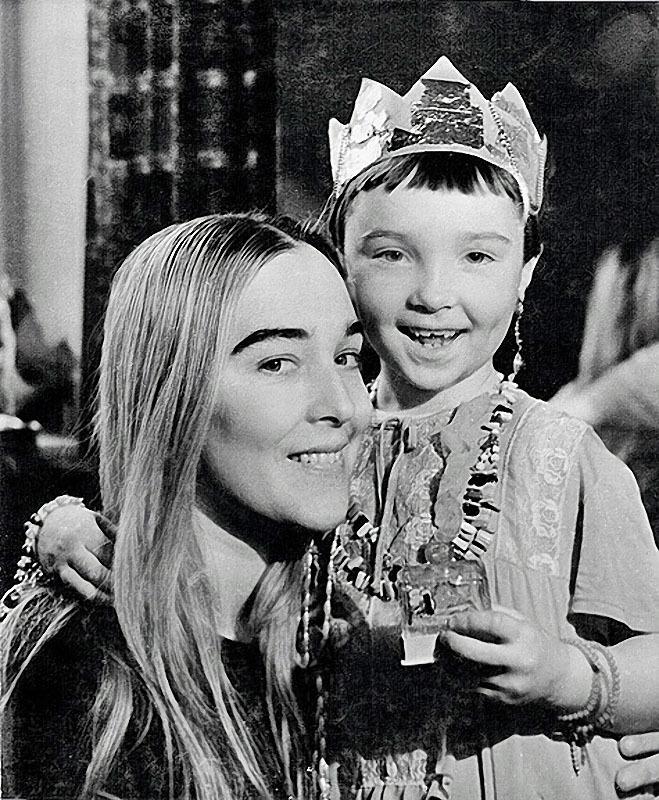 1182 Александра Завьялова с дочерью Таней, 1960-е.jpg