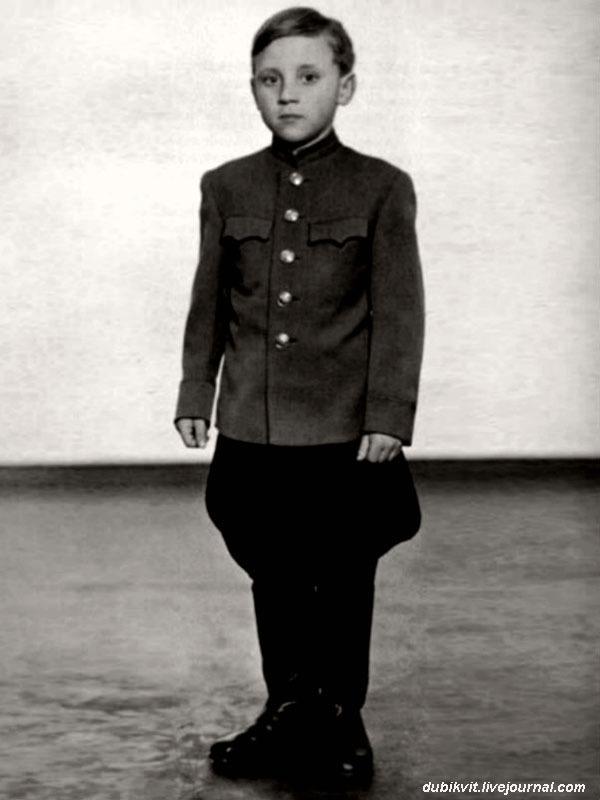 1947 год. Володя Высоцкий в г. Эберсвальде, Германия.jpg