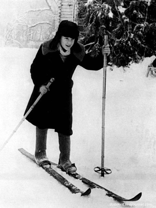 1950 год. Володя Высоцкий в лагере «Машиностроитель» в г. Покров, Владимирской   области.jpg