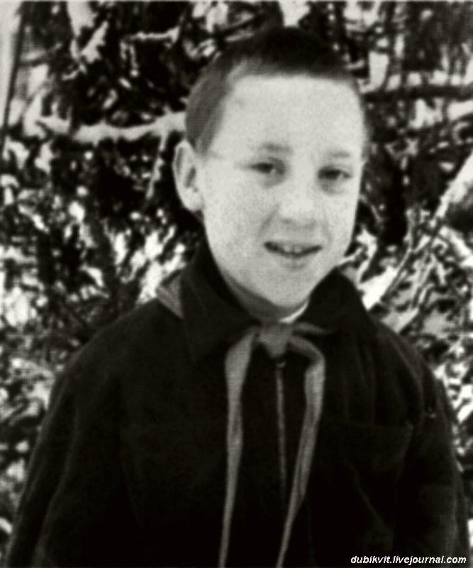 1951 год. Володя Высоцкий в зимнем пионерском лагере Подмосковья.jpg