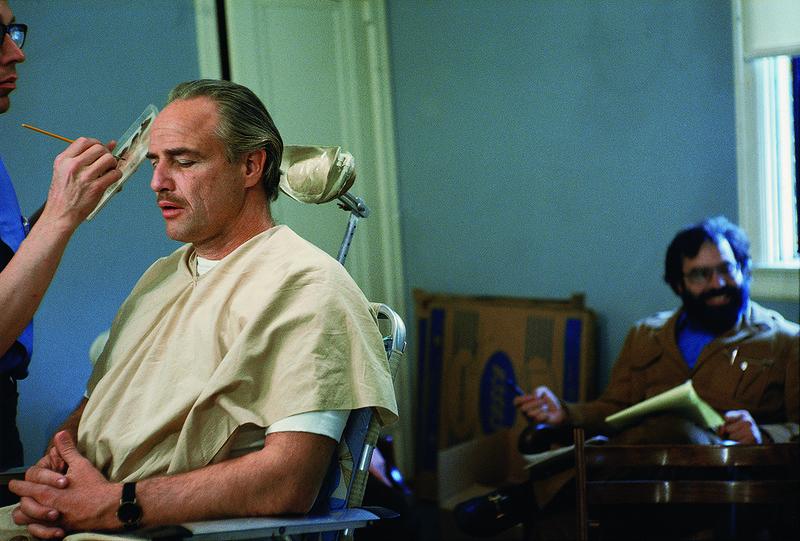 Марлон Брандо  на съемках фильма «Крестный отец».jpg