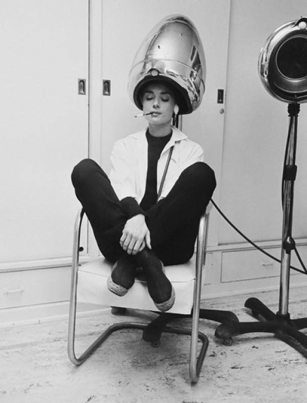 558 Одри Хепберн под сушилкой, 1953.jpg