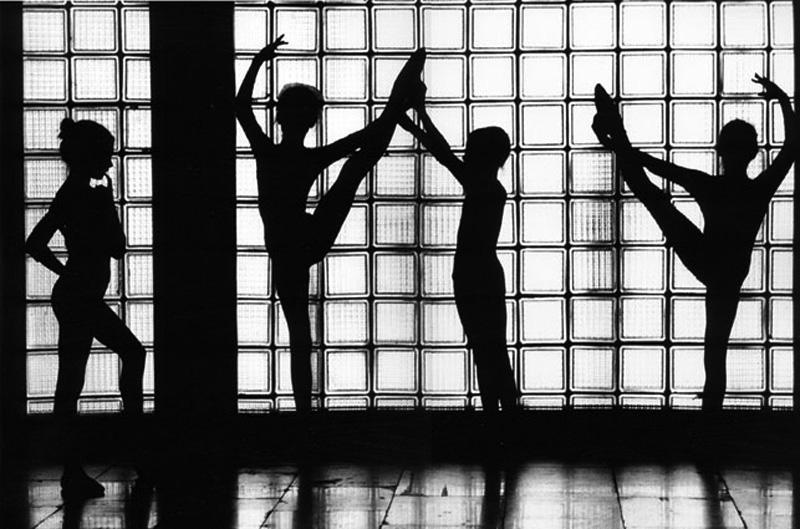 2 Виталий Арутюнов. Из серии «Киевское балетное училище № 6», 1970 год.jpg