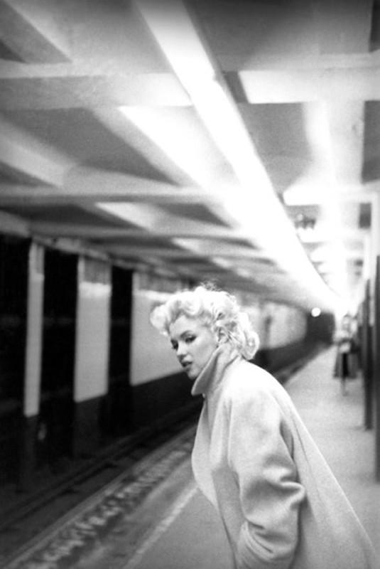 546 Мерилин  Монро  в  метро.jpg