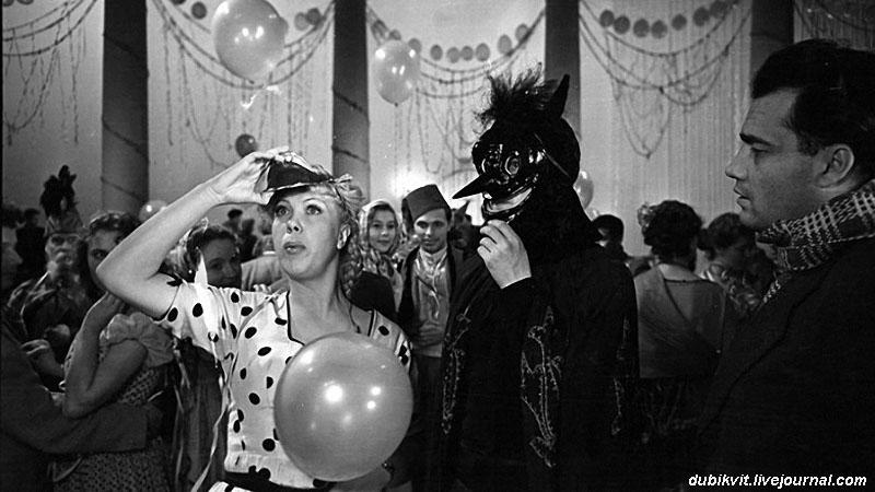 Тамара Носова и Эльдар Рязанов на съемках музыкальной комедии «Карнавальная ночь» (1956).jpg