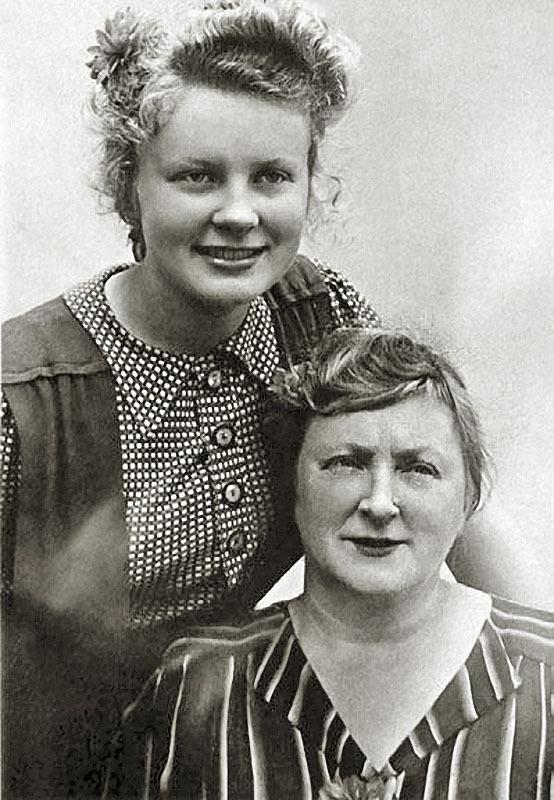 1154 Алла Ларионова с мамой, Валентиной Алексеевной.jpg