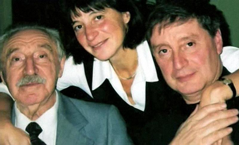 1156 Вениамин Смехов с отцом и сестрой.jpg